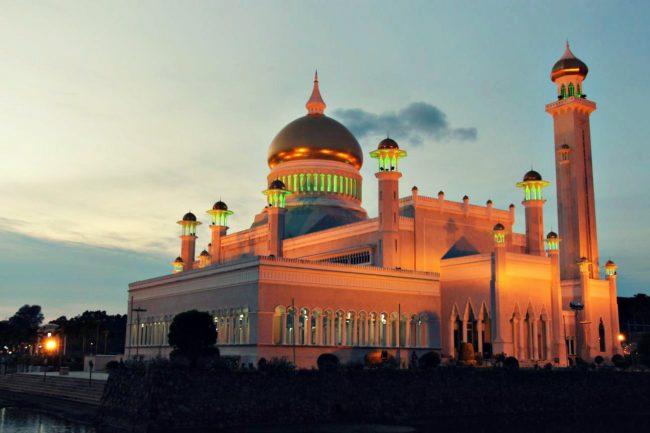 Moschee Brunei bei Nacht