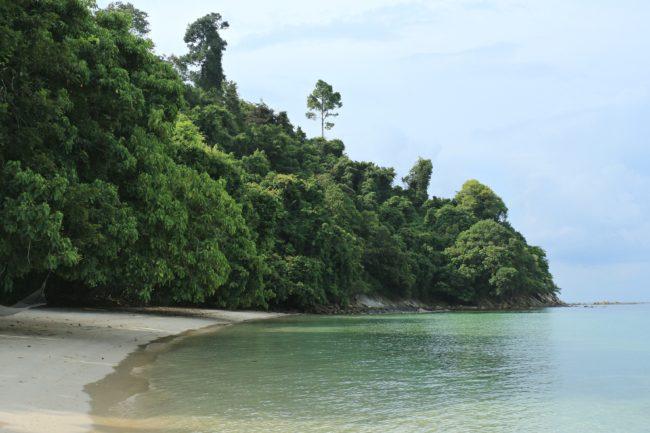 pulau gaya strand