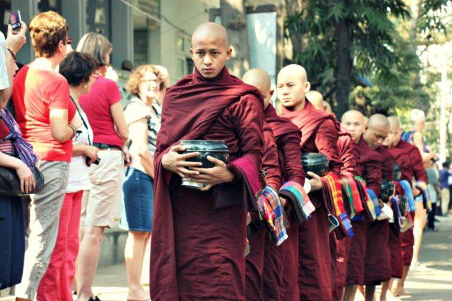 Amarapura Mönchsspeisung