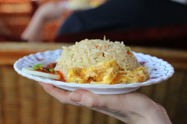 Essen im Boot Myanmar