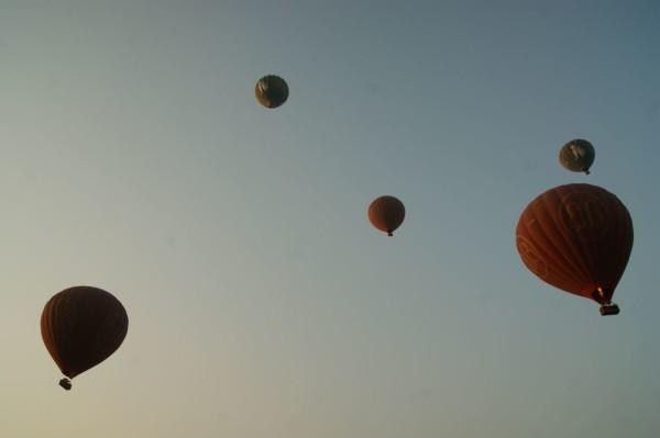 Heißluftballons über Bagan