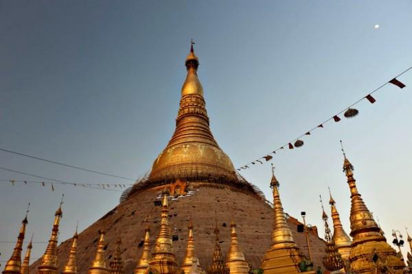 shwedagon pagode: eine der bekanntesten myanmar sehenswürdigkeiten