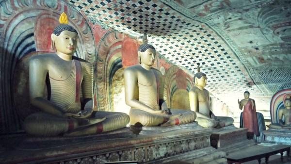 Höhlentempel Dambulla mit Buddahs