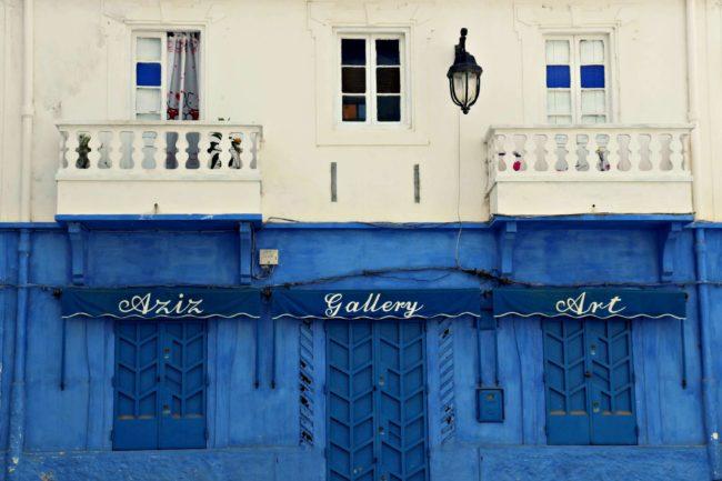 blau-weiße Häuser in Asilah
