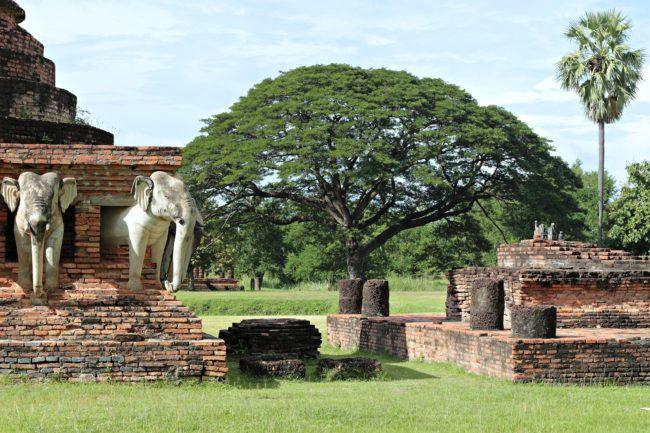 elefantentempel in sukhothai