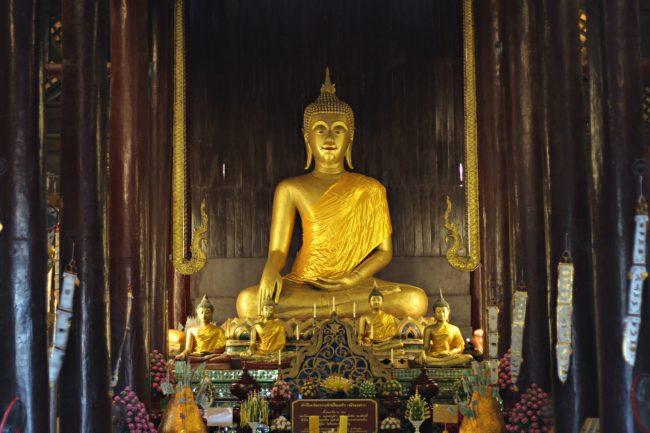 goldener buddha wat phan tao