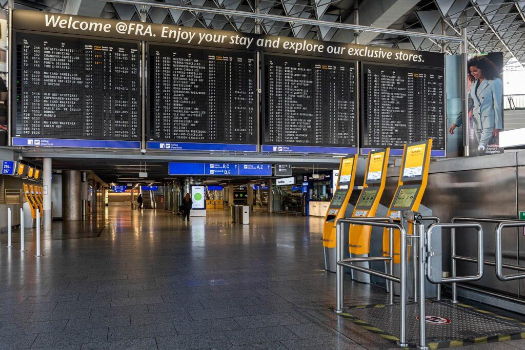 Anzeigentafel am Flughafen
